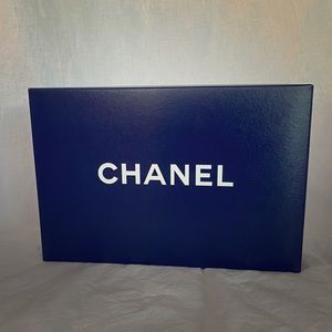 Collapsible Chanel gift box #1